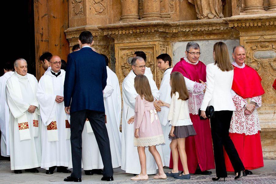Le roi Felipe VI et les princesses Leonor et Sofia d'Espagne à Palma de Majorque, le 5 avril 2015