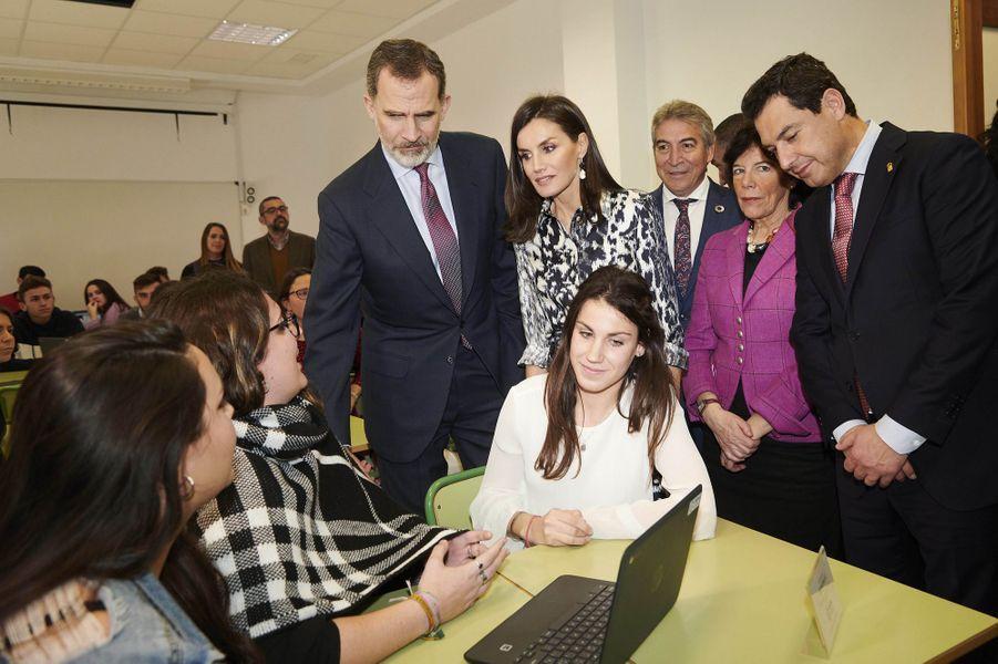 La reine Letizia et le roi Felipe VI d'Espagne à Ecija, le 6 février 2020