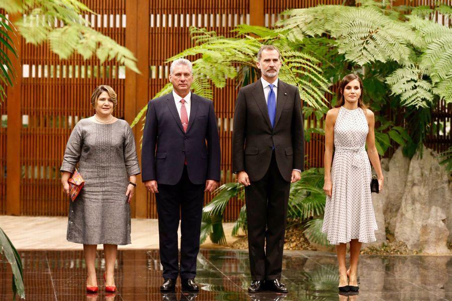 La reine Letizia et le roi Felipe VI d'Espagne avec le couple présidentiel cubain à La Havane, le 12 novembre 2019
