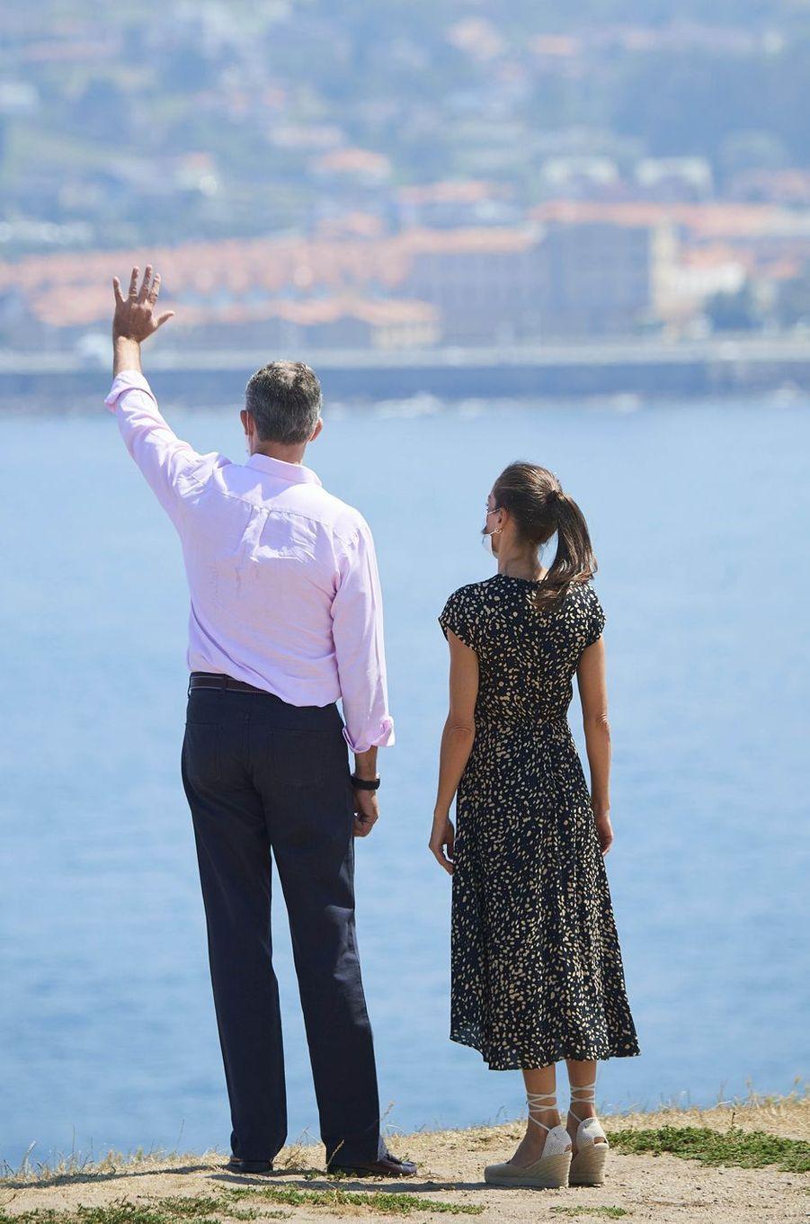 La reine Letizia et le roi Felipe VI d'Espagne à Gijon dans les Asturies, le 31 juillet 2020