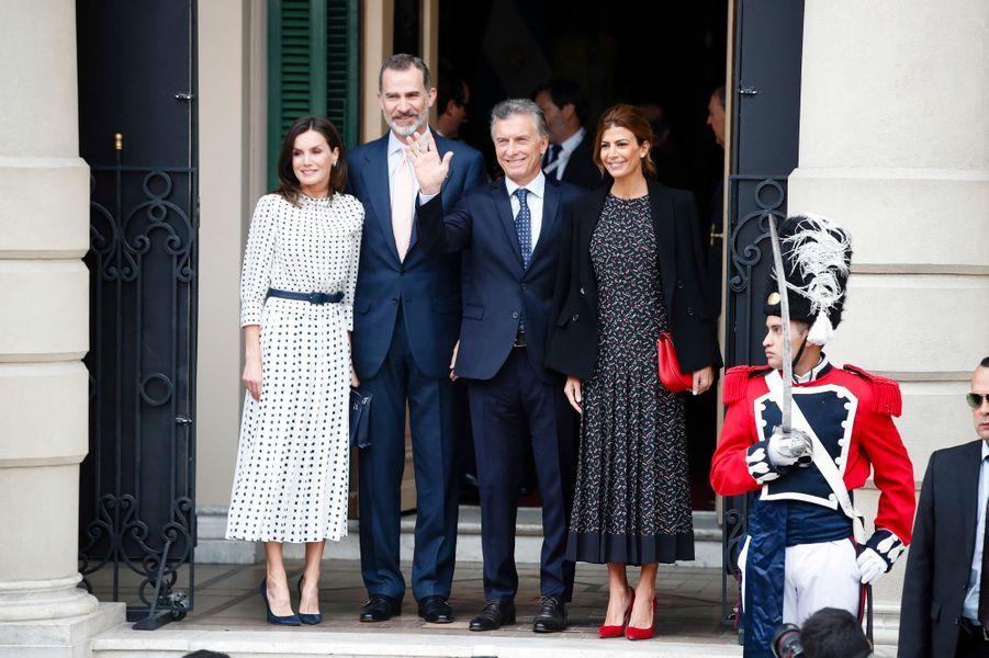 La reine Letizia et le roi Felipe VI d'Espagne avec Mauricio Macri et Juliana Awada à Cordoba en Argentine, le 27 mars 2019