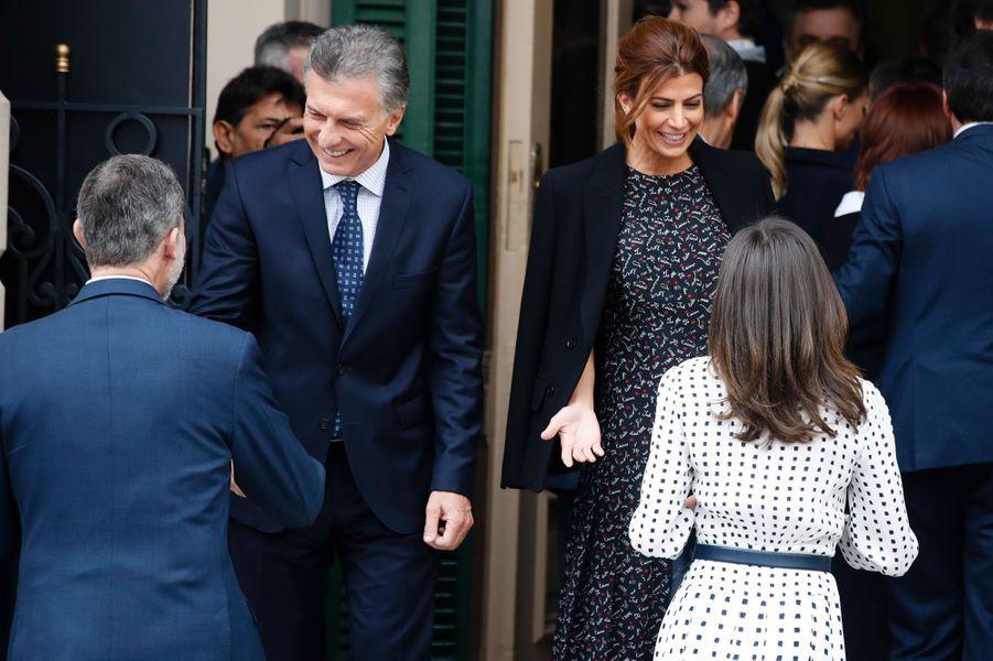 La reine Letizia et le roi Felipe VI d'Espagne retrouvent le couple présidentiel argentin à Cordoba en Argentine, le 27 mars 2019