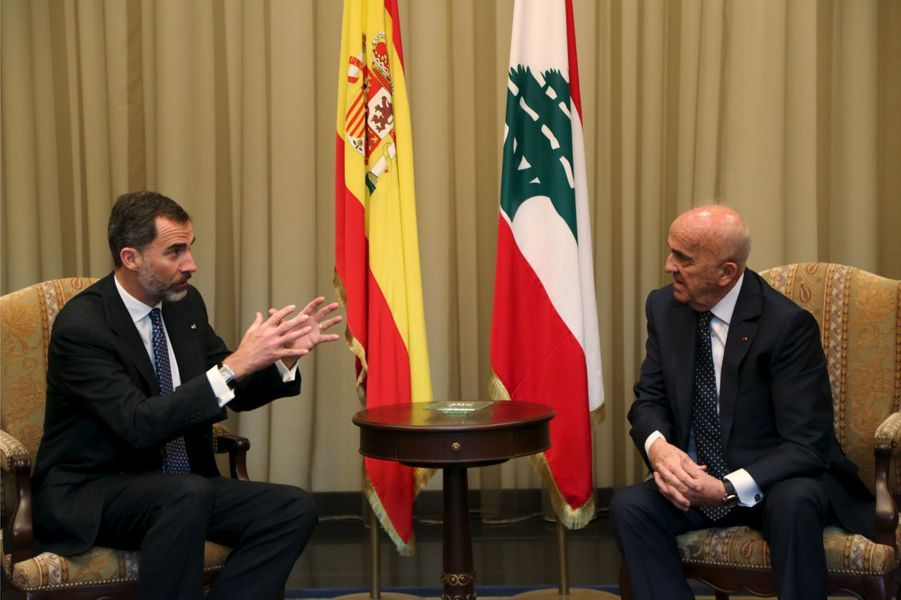 Le roi Felipe VI d'Espagne avec Samir Mokbel à Beyrouth, le 7 avril 2015