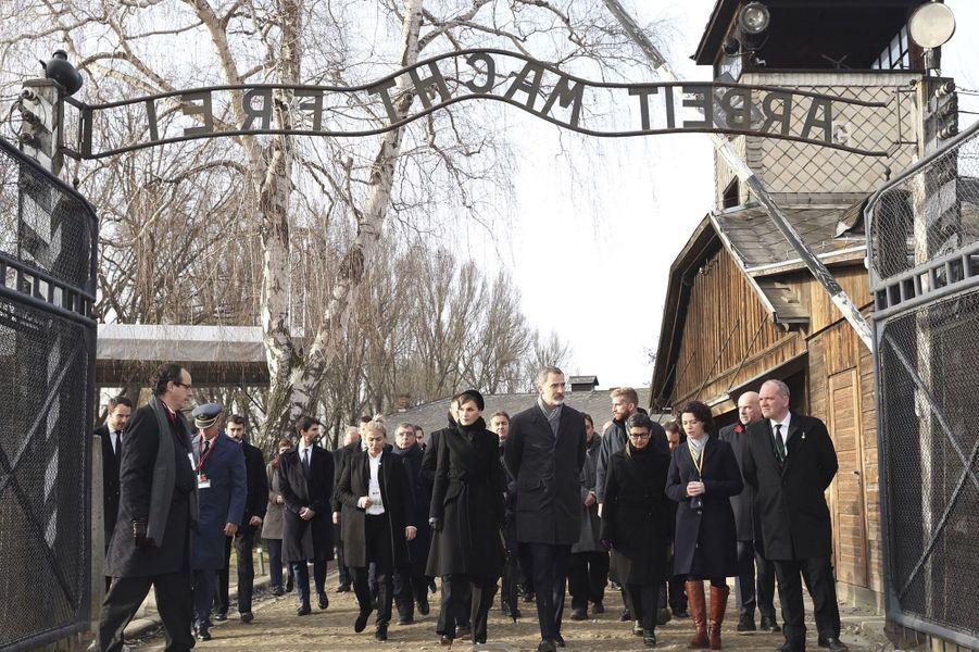 La reine Letizia et le roi Felipe VI d'Espagne visitent le camp d'Auschwitz-Birkenau en Pologne, le 27 janvier 2020