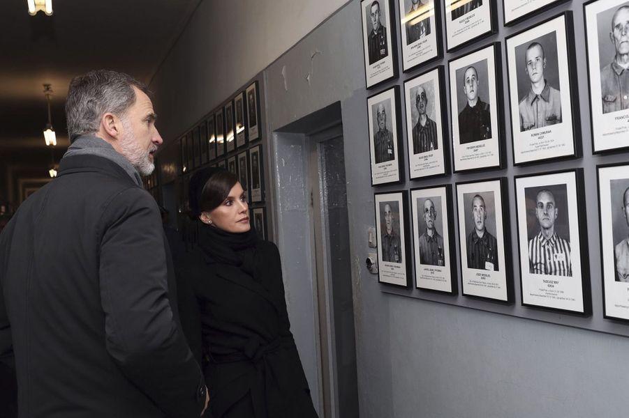 La reine Letizia et le roi Felipe VI d'Espagne dans le camp d'Auschwitz-Birkenau en Pologne, le 27 janvier 2020