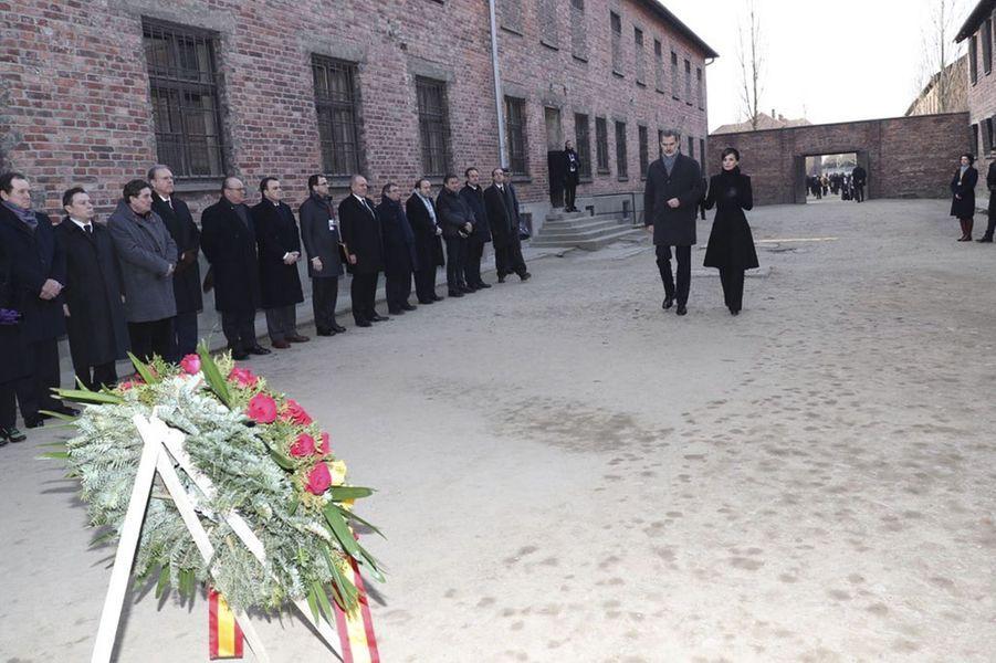 Le roi Felipe VI et la reine Letizia d'Espagne dans le camp d'Auschwitz-Birkenau en Pologne, le 27 janvier 2020