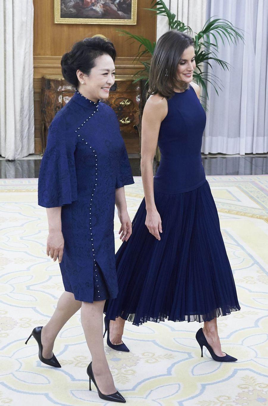 La reine Letizia d'Espagne et Peng Liyuan à Madrid, le 27 novembre 2018