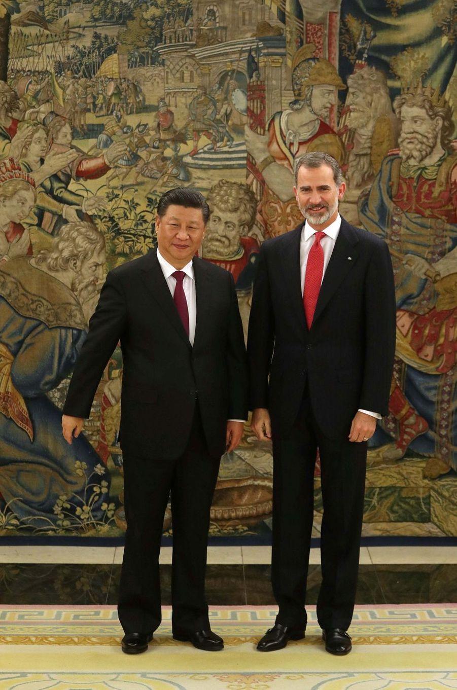 Le roi Felipe VI d'Espagne avec le président chinois Xi Jinping à Madrid, le 27 novembre 2018