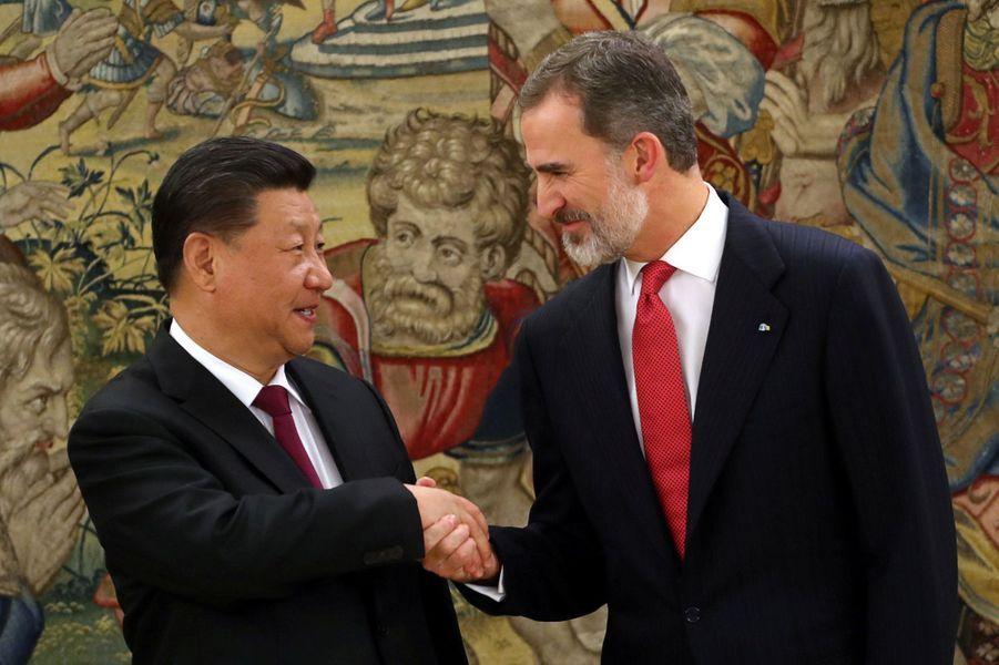 Le roi Felipe VI d'Espagne avec le président chinois Xi Jinping au palais de la Zarzuela à Madrid, le 27 novembre 2018
