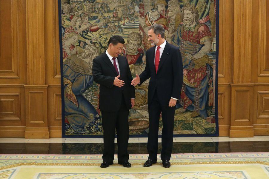 Le roi Felipe VI d'Espagne avec le président de la République populaire de Chine Xi Jinping à Madrid, le 27 novembre 2018