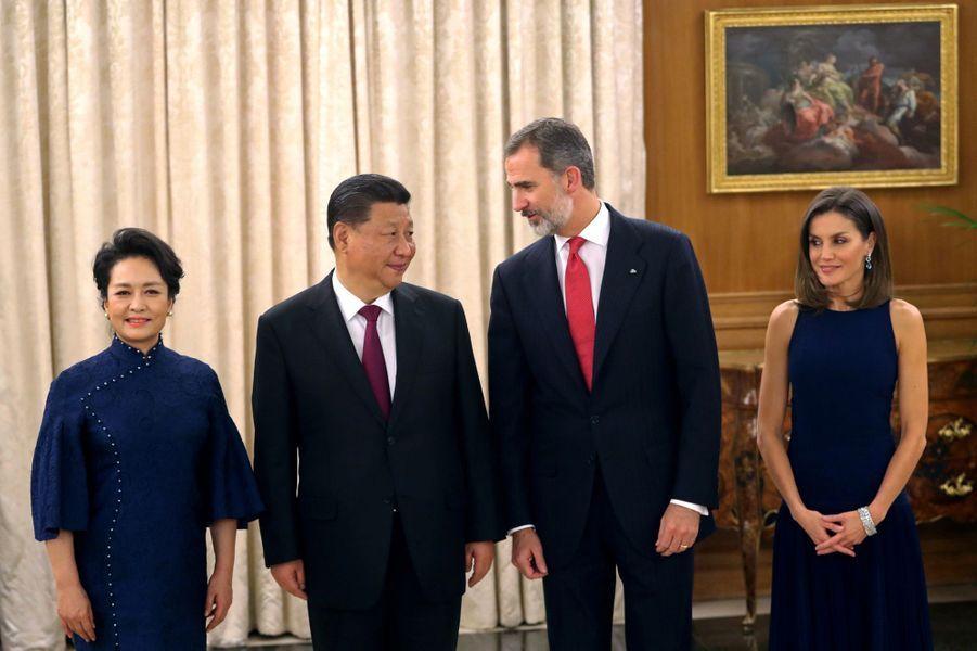 La reine Letizia et le roi Felipe VI d'Espagne avec le président chinois Xi Jinping et son épouse Peng Liyuan à Madrid, le 27 novembre 2018