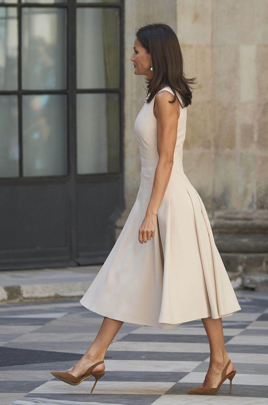 La reine Letizia d'Espagne dans une robe Pedro del Hierro à Séville, le 12 septembre 2019