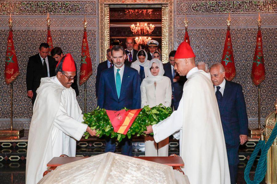 La reine Letizia et le roi Felipe VI d'Espagne dans le mausolée Mohammed V à Rabat, le 14 février 2019