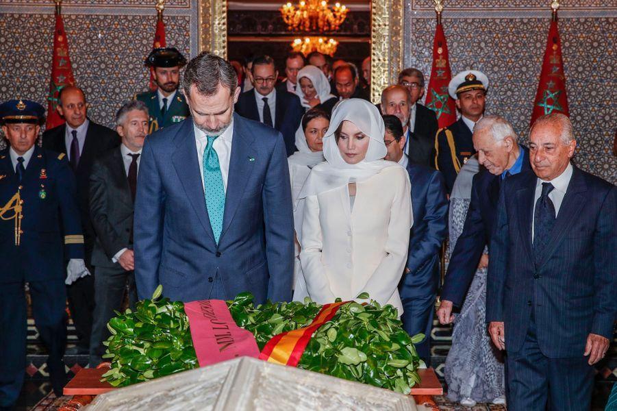 Le roi Felipe VI et la reine Letizia d'Espagne dans le mausolée Mohammed V à Rabat, le 14 février 2019