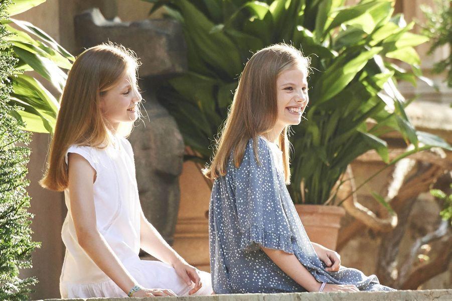 La princesse des Asturies Leonor (à gauche), 11 ans, et sa cadette l'infante Sofia de Borbon y Ortiz (à droite), 10 ansà Palma de Majorque.