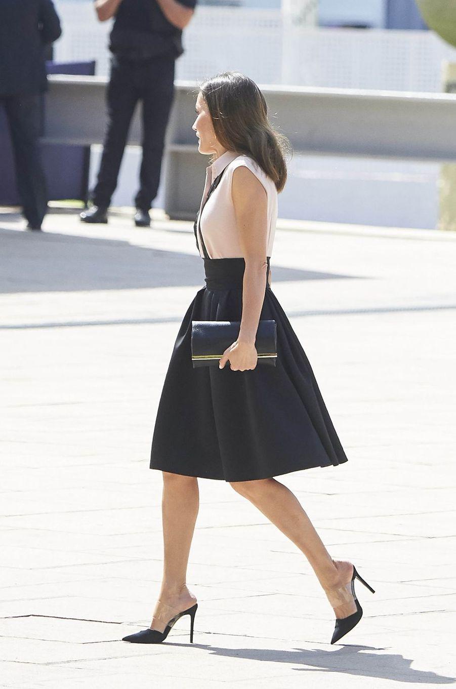 La reine Letizia d'Espagne en Hugo Boss à Benidorm, le 27 juin 2018