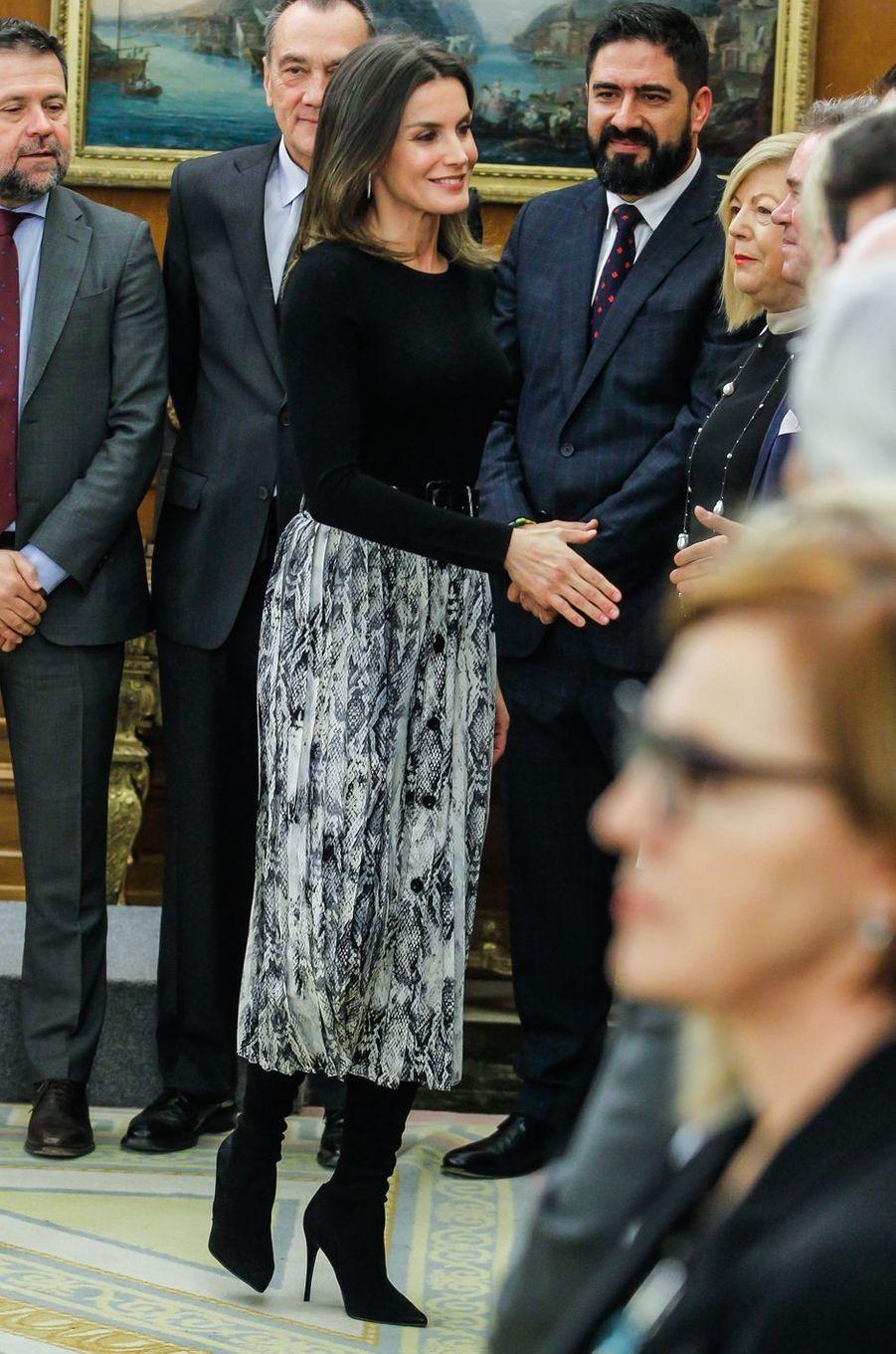 La reine Letizia d'Espagne porte une jupe Zara à Madrid, le 18 janvier 2019