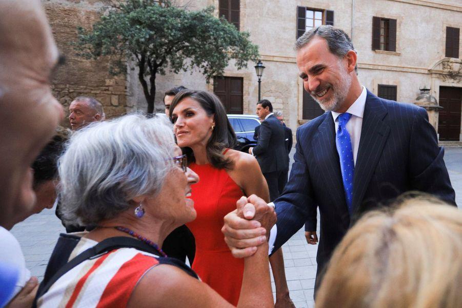 La reine Letizia et le roi Felipe VI d'Espagne à leur arrivée au palais de l'Almudaina à Palma de Majorque, le 7 août 2019