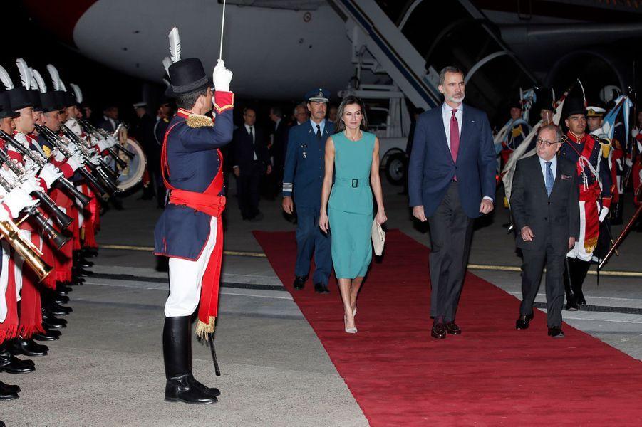 La reine Letizia et le roi Felipe VI d'Espagne arrivent à Buenos Aires, le 24 mars 2019