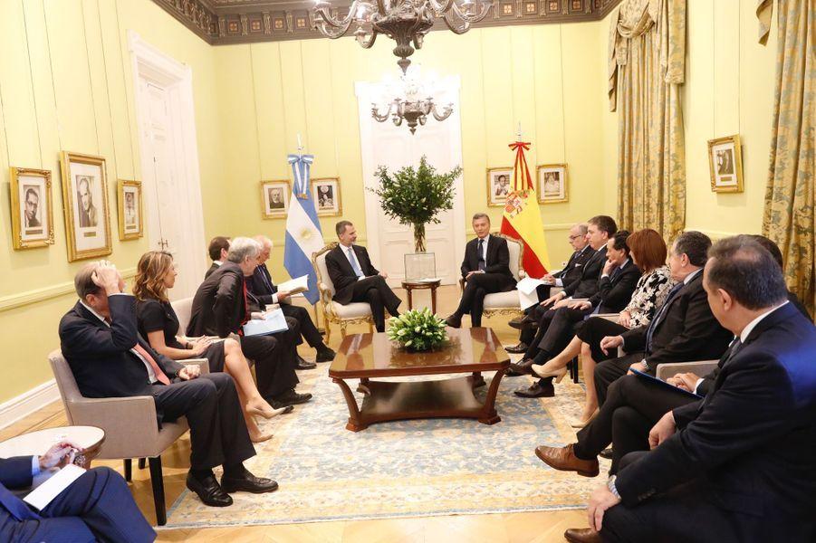Le roi Felipe VI d'Espagne avec le président argentin Mauricio Macri à Buenos Aires, le 25 mars 2019