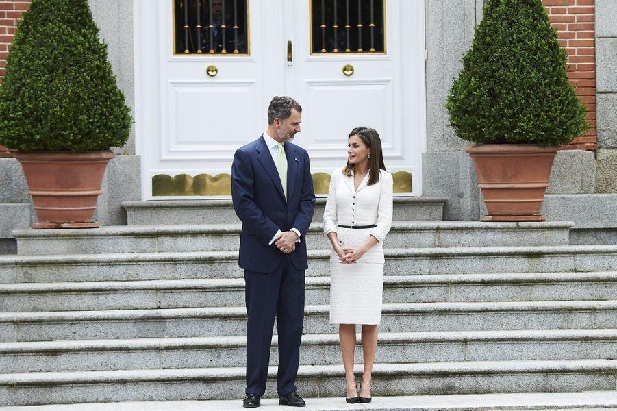La reine Letizia et le roi Felipe VI d'Espagne attendent le couple présidentiel colombien à Madrid, le 14 mai 2018