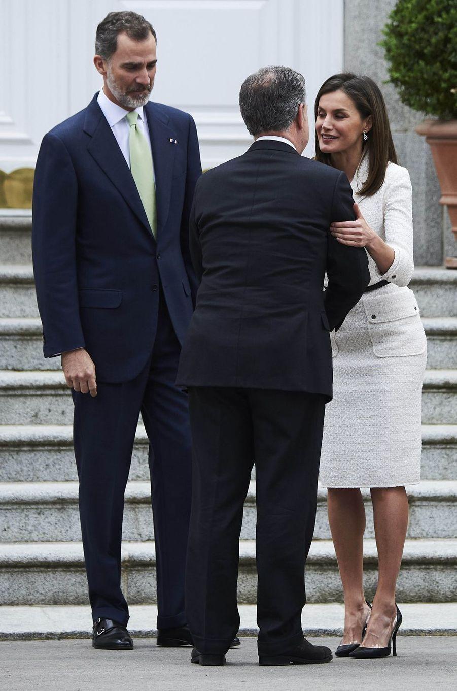 La reine Letizia et le roi Felipe VI d'Espagne avec le président colombien Juan Manuel Santos Calderón à Madrid, le 14 mai 2018