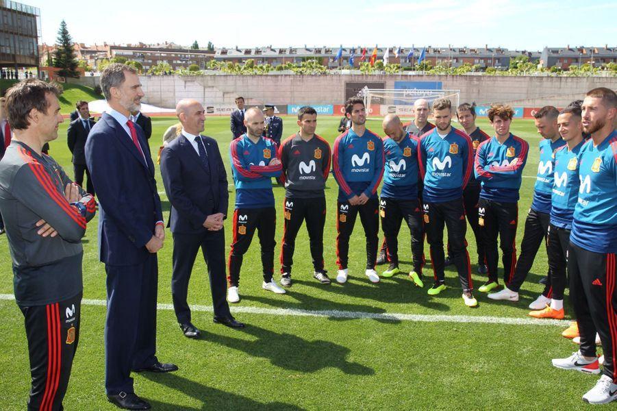 Le roi Felipe VI d'Espagne avec l'équipe d'Espagne de football à Las Rozas, le 7 juin 2018