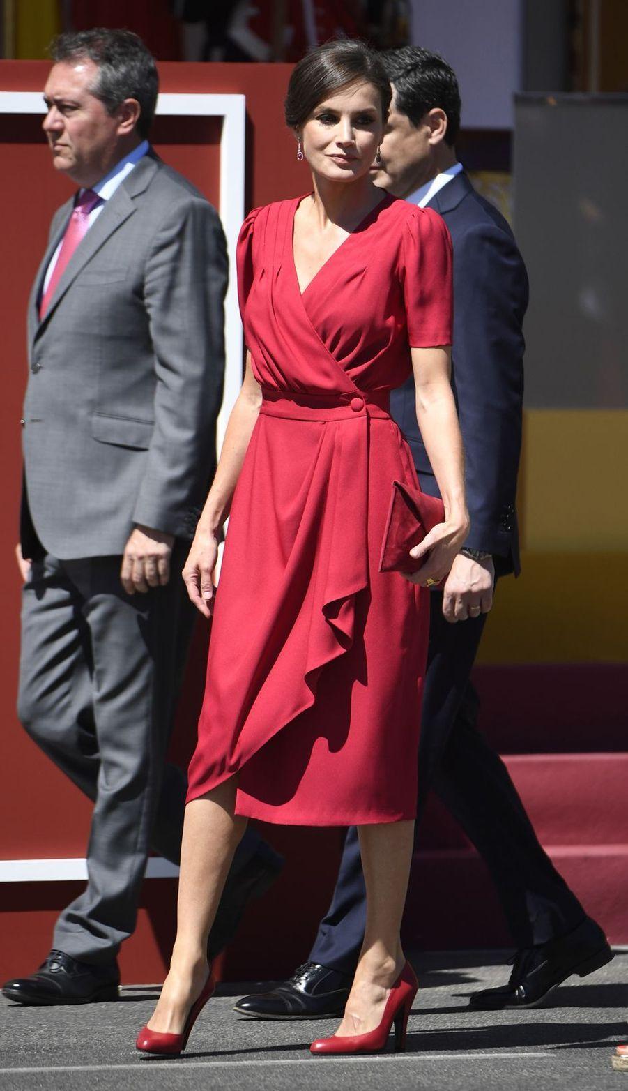 La reine Letizia d'Espagne dans une robe d'Ana Cherubina à Séville, le 1er juin 2019