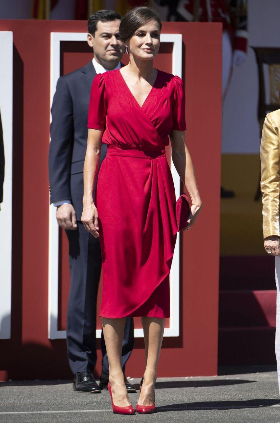 La reine Letizia d'Espagne dans une robe griffée Cherubina à Séville, le 1er juin 2019