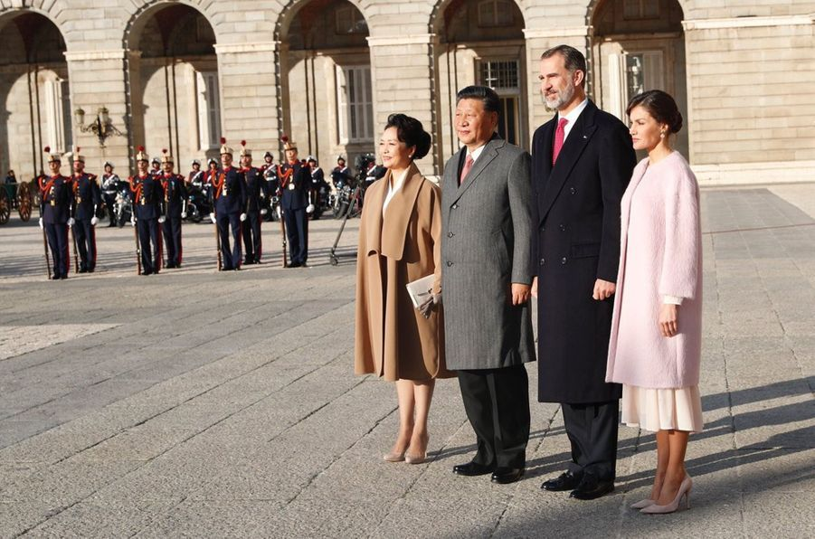 La reine Letizia et le roi Felipe VI d'Espagne avec le couple présidentiel chinois à Madrid, le 28 novembre 2018
