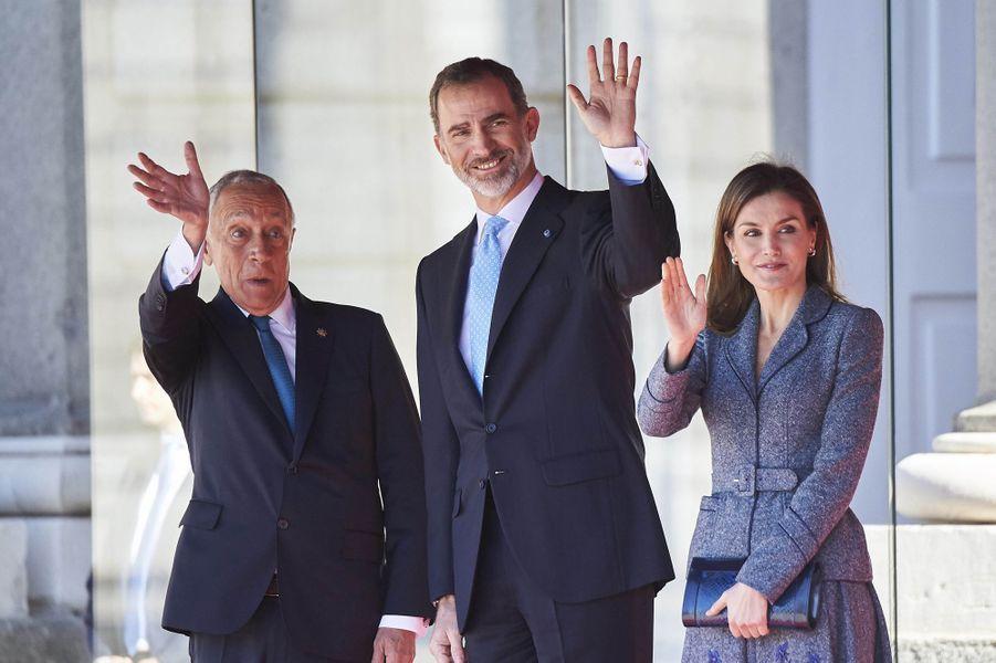 La reine Letizia et le roi Felipe VI d'Espagne avec le président du Portugal à Madrid, le 16 avril 2018