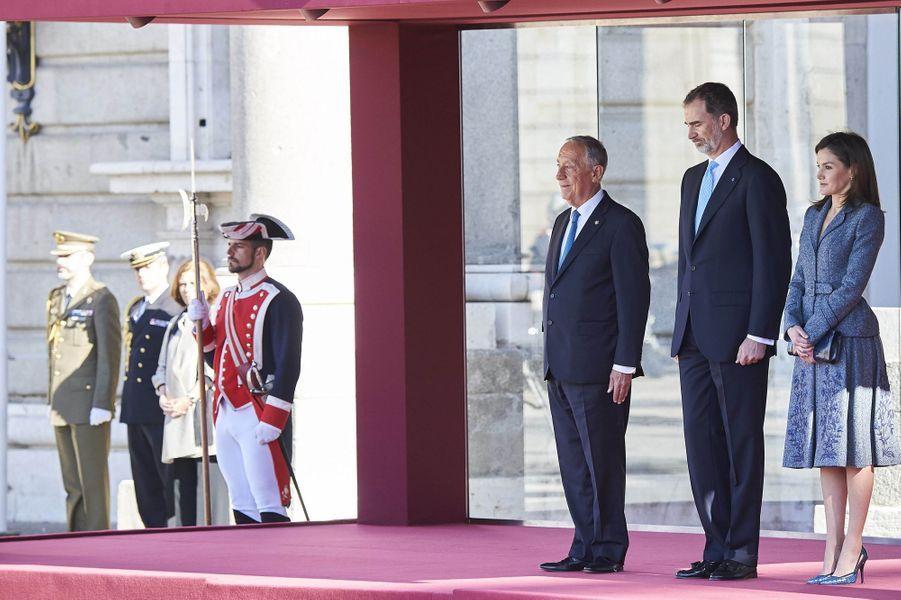 La reine Letizia et le roi Felipe VI d'Espagne en compagnie du président du Portugal à Madrid, le 16 avril 2018