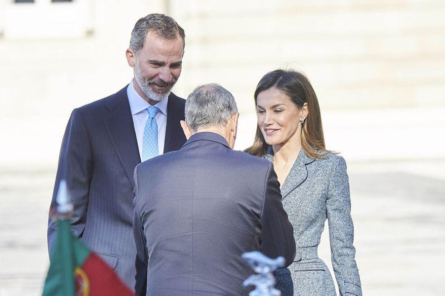 La reine Letizia et le roi Felipe VI d'Espagne accueillent le président du Portugal à Madrid, le 16 avril 2018