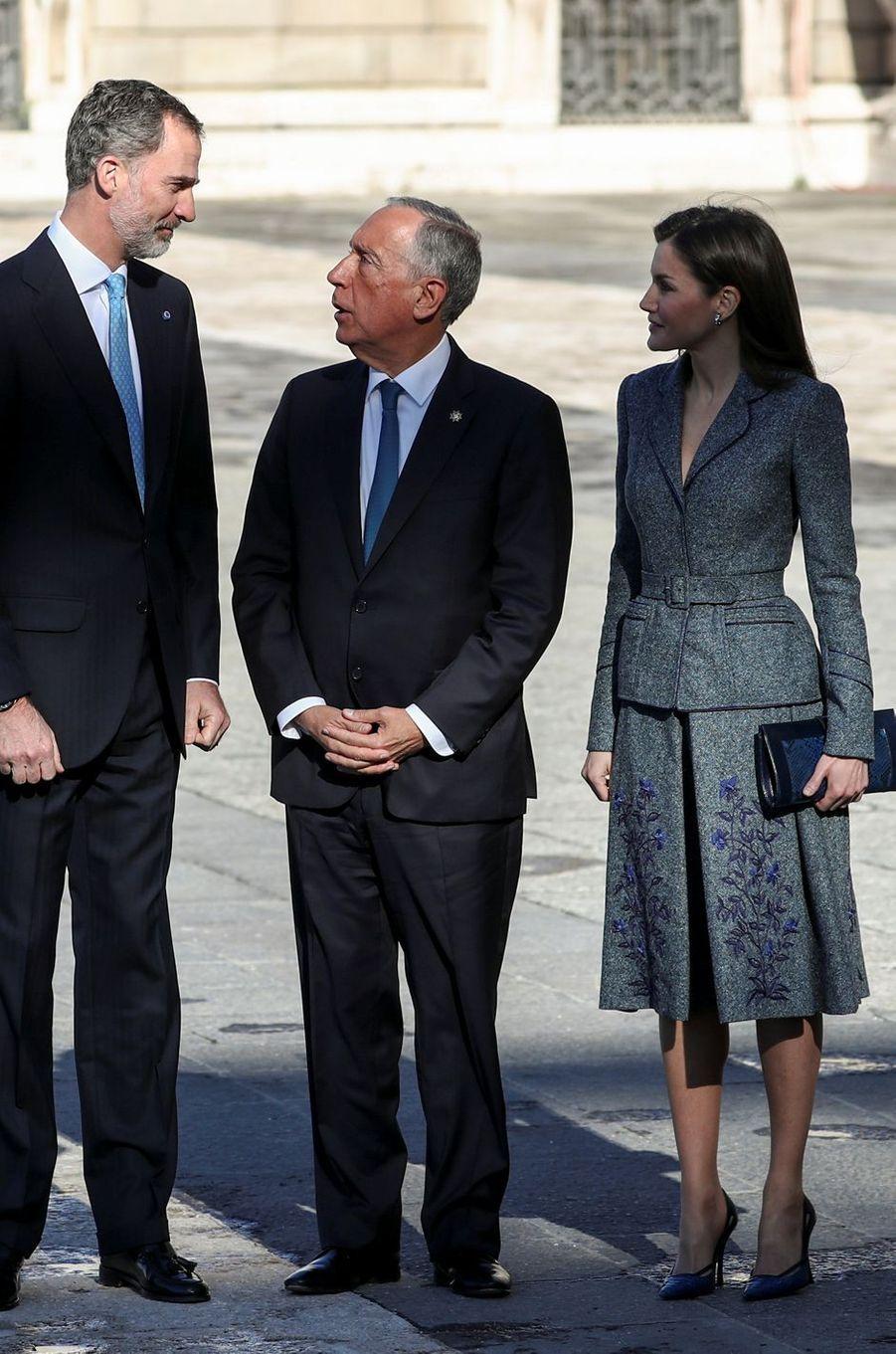 La reine Letizia, en Felipe Varela, et le roi Felipe VI d'Espagne avec le président du Portugal à Madrid, le 16 avril 2018