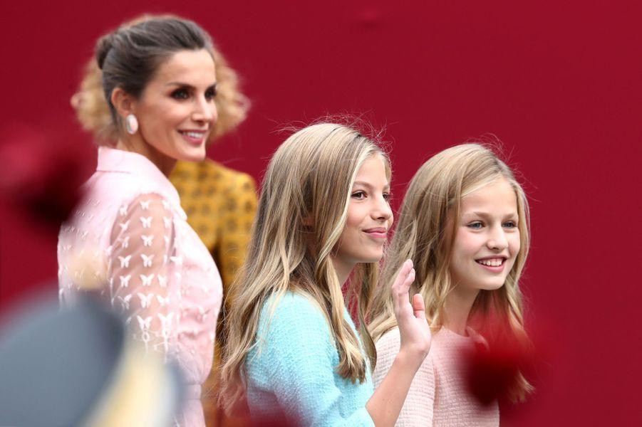 La reine Letizia d'Espagne avec les princesses Sofia et Leonor à Madrid, le 12 octobre 2019