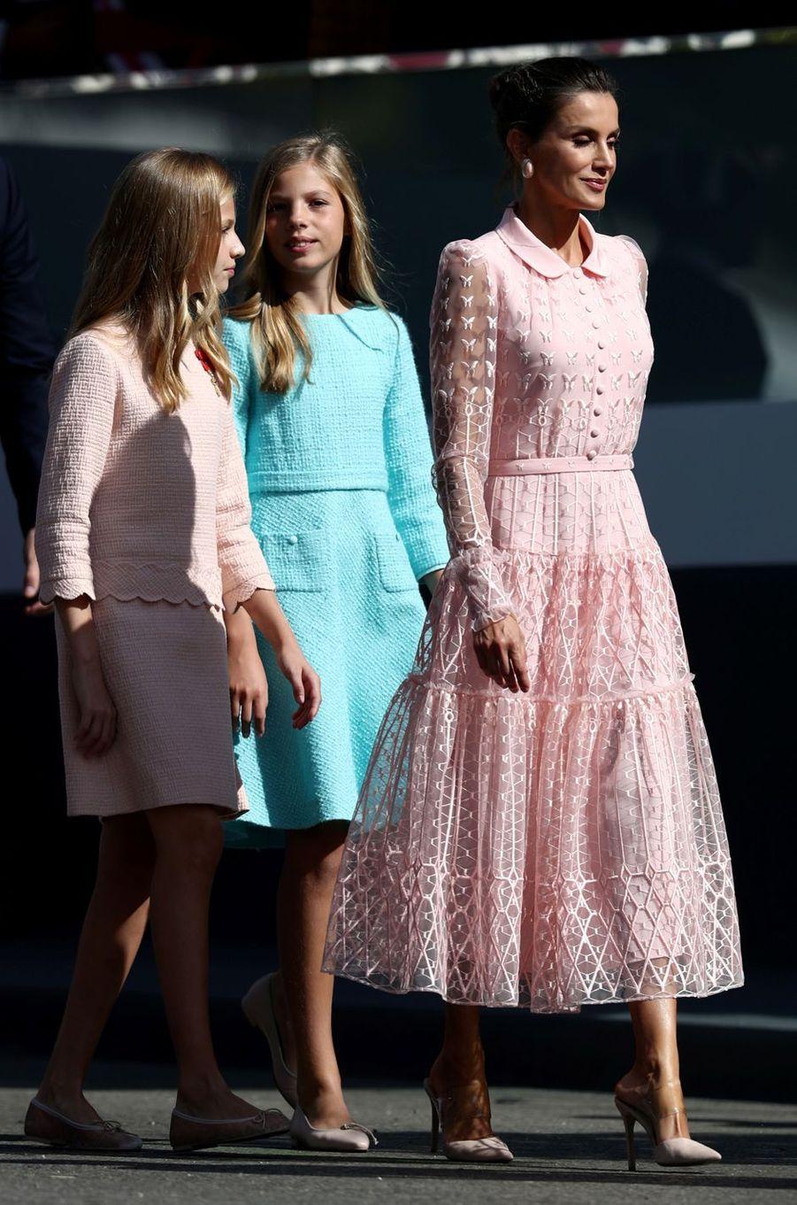 La reine Letizia d'Espagne avec les princesses Leonor et Sofia à Madrid, le 12 octobre 2019