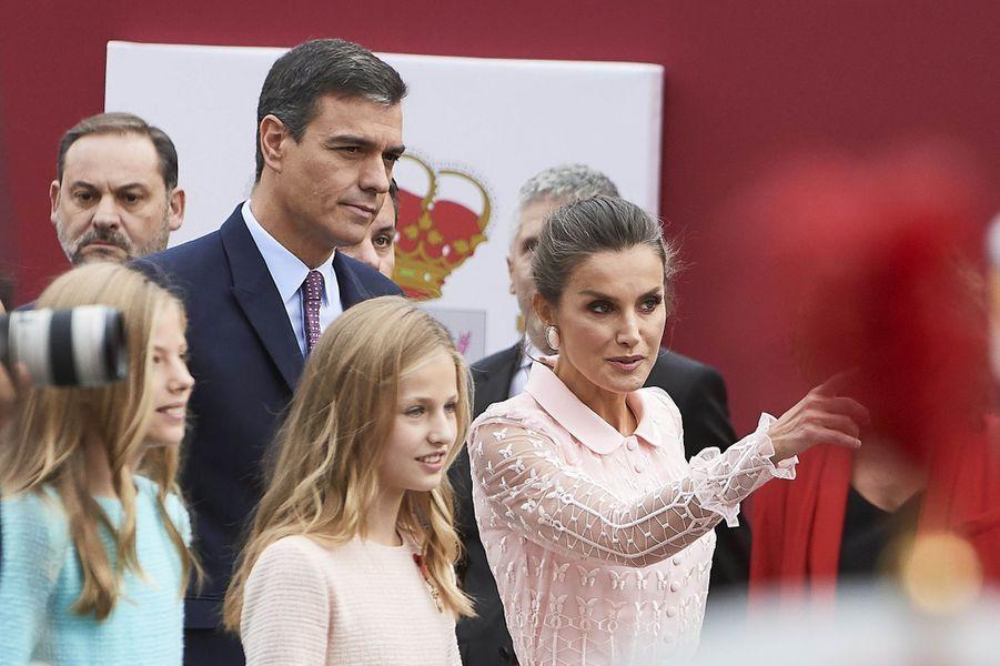 Les princesses Sofia et Leonor avec la reine Letizia d'Espagne à Madrid, le 12 octobre 2019