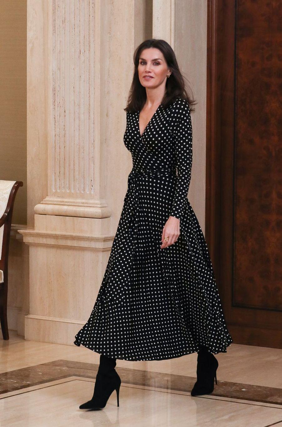 La reine Letizia d'Espagne, dans une nouvelle robe Carolina Herrera, à Madrid le 28 janvier 2020