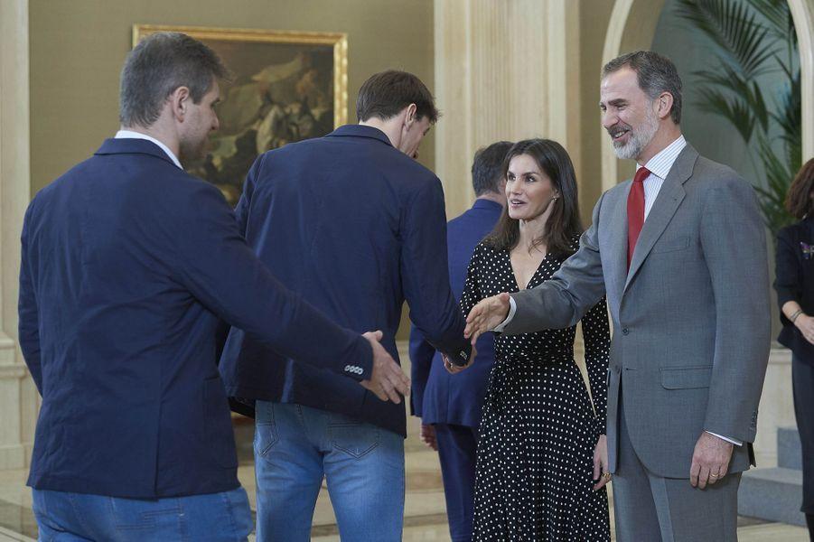 La reine Letizia et le roi Felipe VI d'Espagne reçoivent les handballeurs espagnols champions d'Europe, à Madrid le 28 janvier 2020