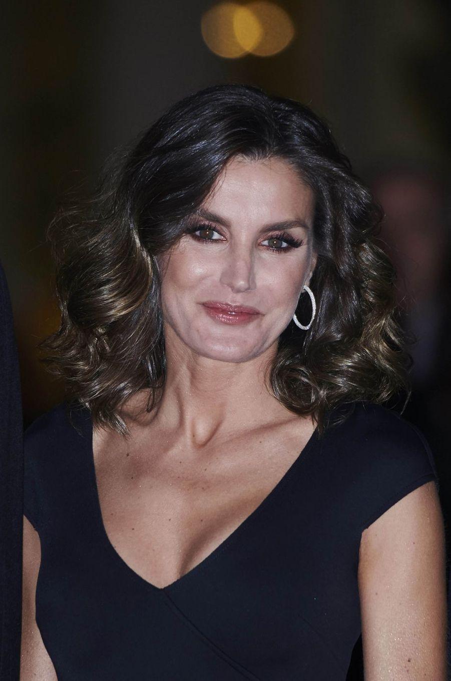 La coiffure wavy de la reine Letizia d'Espagne à Madrid, le 22 octobre 2018