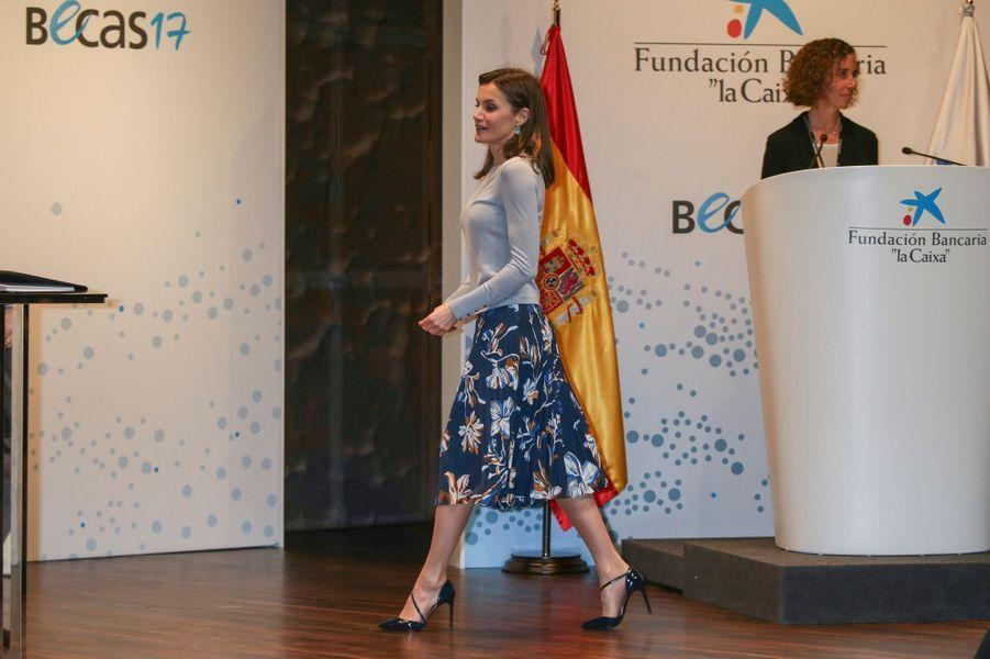 La reine Letizia d'Espagne dans une jupe Hugo Boss à Madrid, le 10 avril 2018