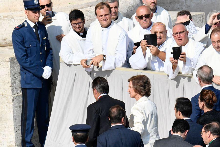 L'ancienne reine Sofia d'Espagne sur la place Saint-Pierre de Rome, le 14 octobre 2018
