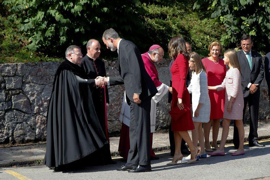 La reine Letizia etle roi Felipe VI d'Espagne avec les princesses Leonor et Sofia à Covadonga, le 8 septembre 2018