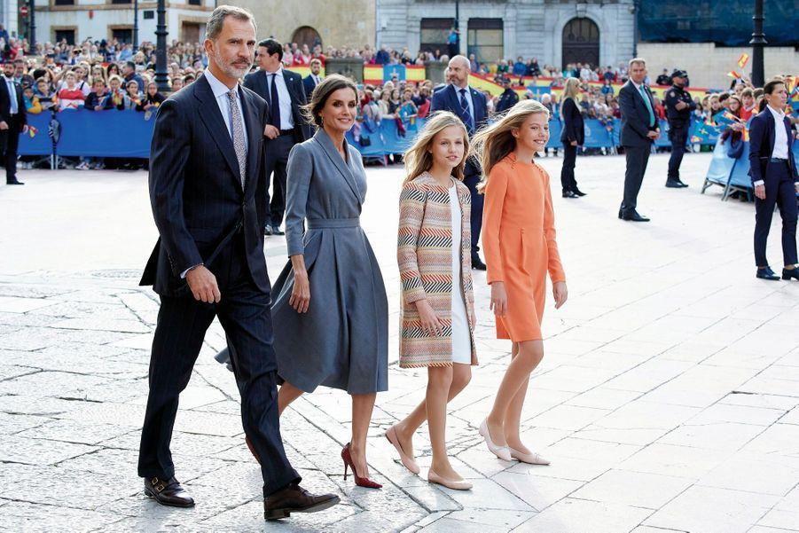 A Oviedo, capitale des Asturies, le 17 octobre, avec ses parents et Sofia. Lors de la remise des prix qui porte son nom, Leonor prononcera son premier discours officiel.