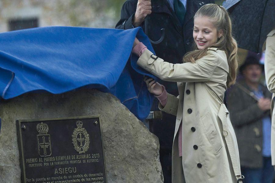 Le 18 octobre, elle découvre la plaque qui honore Asiegu du titre de « Village exemplaire des Asturies ».