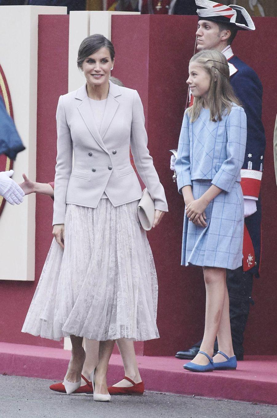 La reine Letizia, en Felipe Varela, et la princesse Sofia d'Espagne à Madrid, le 12 octobre 2018