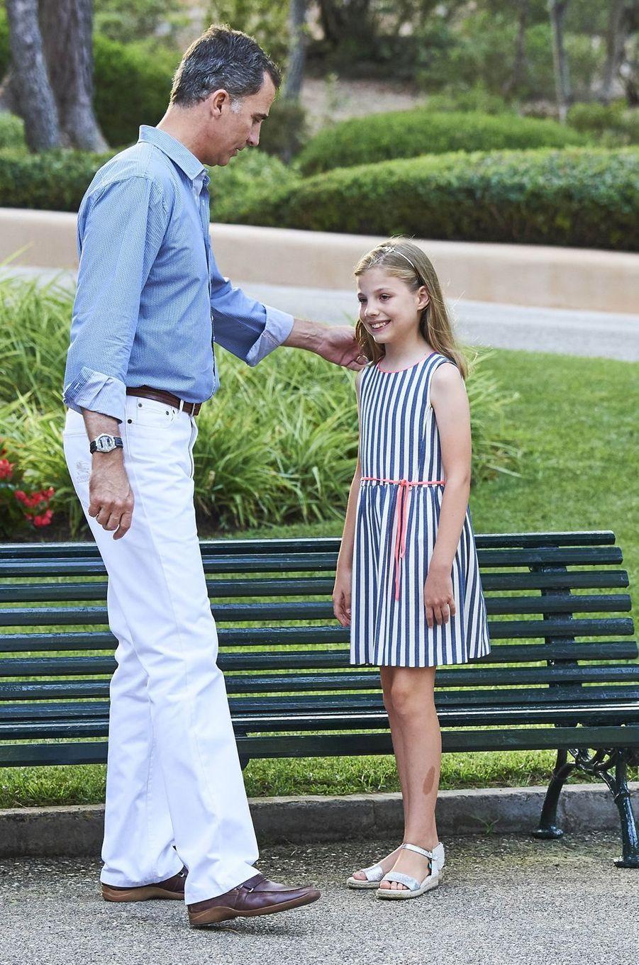Le roi Felipe VI d'Espagne avec la princesse Sofia à Palma de Majorque, le 4 août 2016