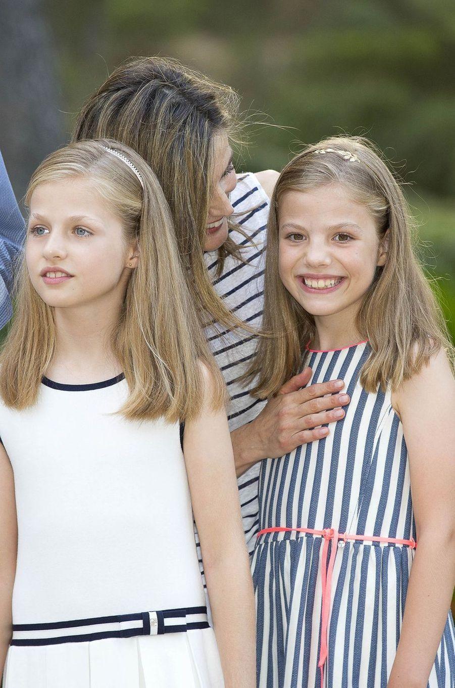 Les princesses Leonor et Sofia avec la reine Letizia d'Espagne à Palma de Majorque, le 4 août 2016