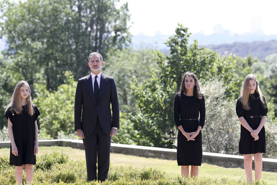 La reine Letizia et le roi Felipe VI d'Espagne avec les princesses Leonor et Sofia à Madrid, le 27 mai 2020