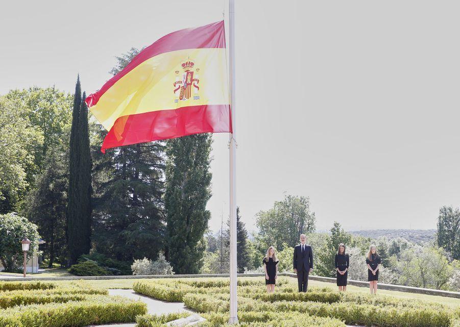 La reine Letizia et le roi Felipe VI d'Espagne et leurs filles les princesses Leonor et Sofia à Madrid, le 27 mai 2020